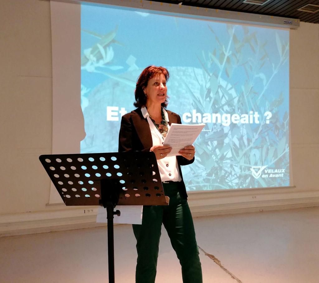 Claire ADOULT présentant son programme en réunion publique pour les municipales 2020 le 28 novembre 2019